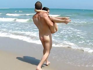 малышка, на пляже, брюнетки, сзади, хардкор, деньги, Outdoor, реалити, худышка, молодые,